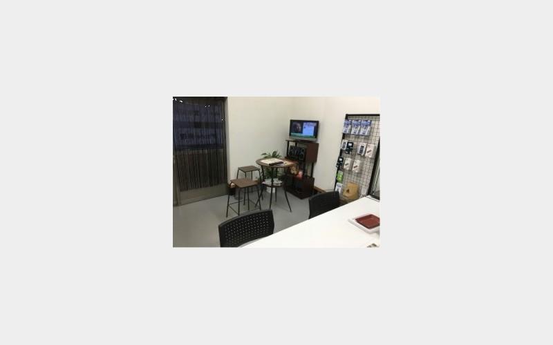 iPhone修理・データ復旧・携帯買取り専門店